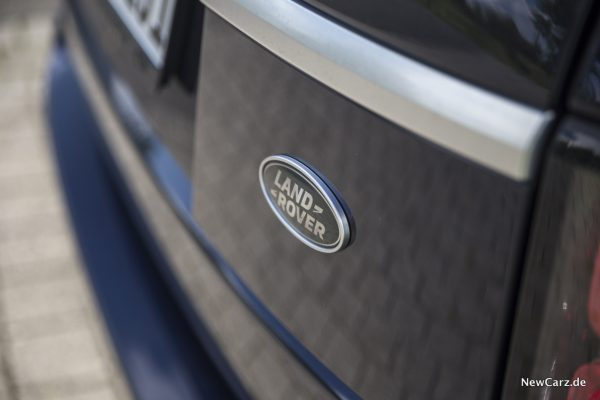 Land Rover SDV8 Logo