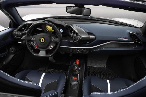 Interieur des Ferrari 488 Pista Spider
