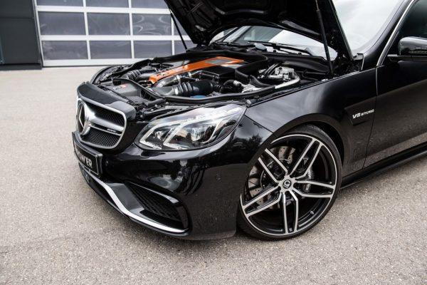 Motoransicht des Mercedes-Benz E63 S AMG