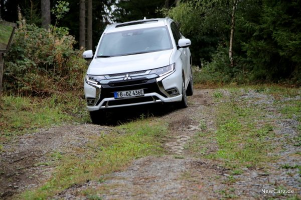 Mitsubishi Outlander PHEV offroad