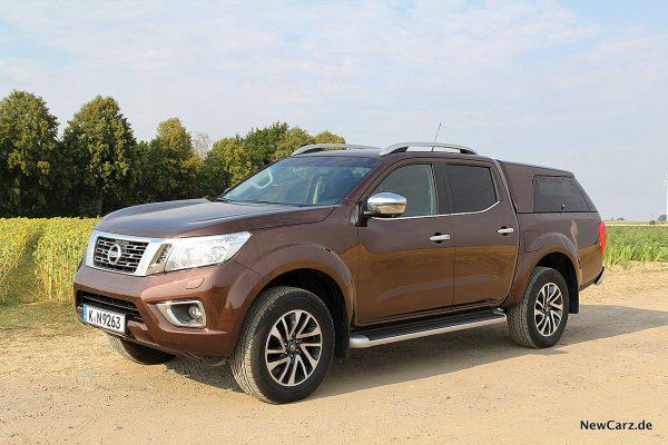 Nissan Navara schräg seitlich links