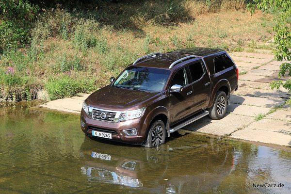 Nissan Navara Wasserdurchfahrt