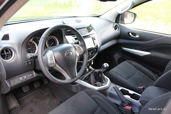 Nissan Navara Fahrerplatz