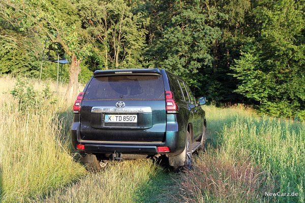 Toyota Land Cruiser schräg hinten