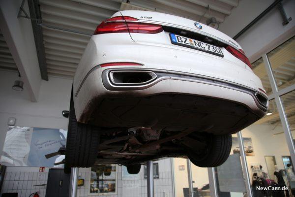 BMW 730d xDrive Hebebühne Wartung