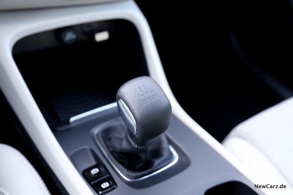 Volvo XC40 T3 Sechsgang Handschaltung