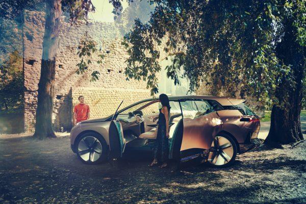 Gegenläufige Türen im BMW Vision iNext