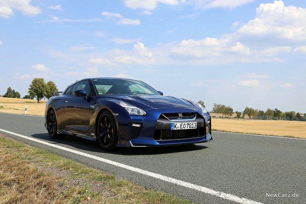 Nissan GT-R Track Edition schräg vorne rechts