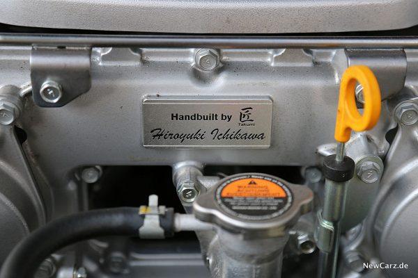 Nissan GT-R Track Edition Motorenplakette