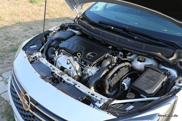 Opel Astra Sports Tourer Motorraum