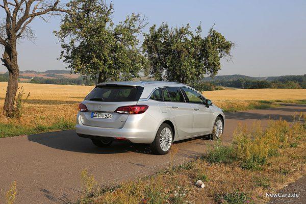 Opel Astra Sports Tourer schräg hinten