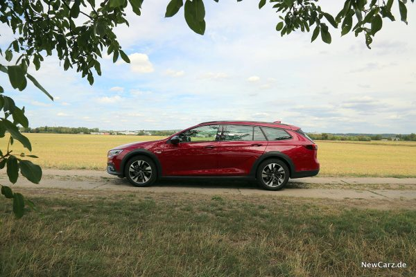 Opel Insignia Country Tourer Sideview