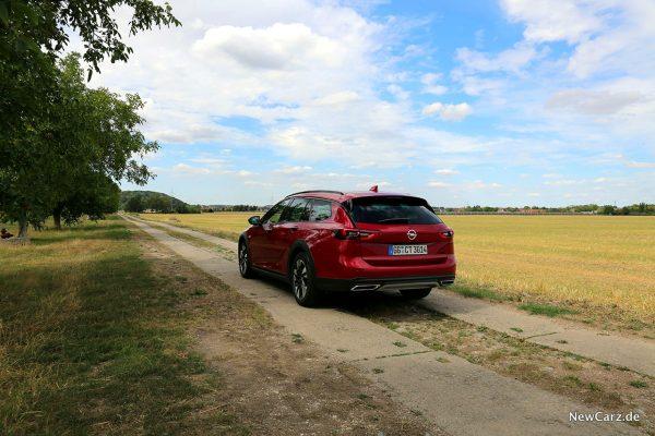 Opel Insignia Country Tourer schräg hinten