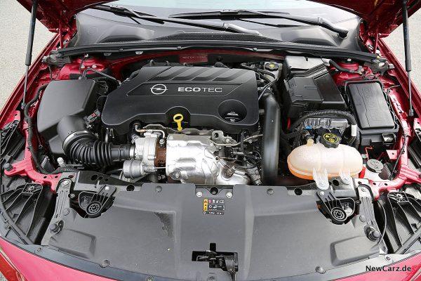 Opel Insignia Country Tourer Motorraum