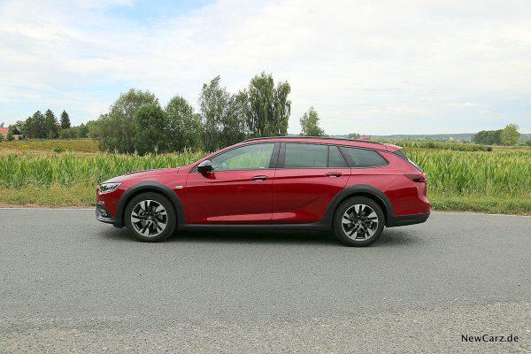 Opel Insignia Country Tourer Seite
