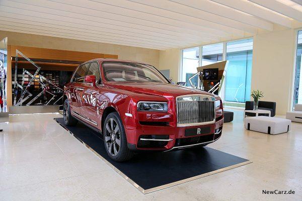 Rolls-Royce Cullinan schräg vorne