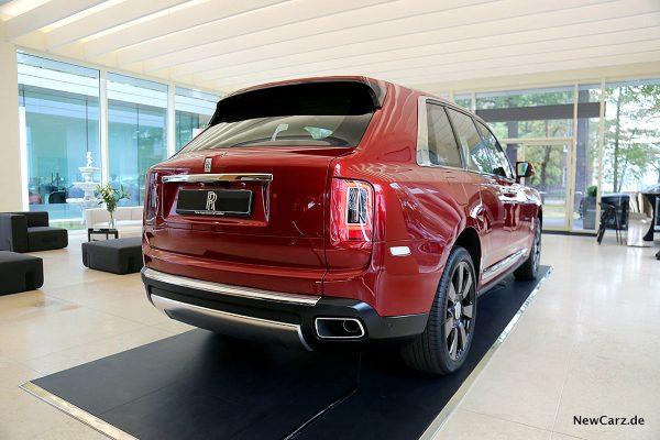Rolls-Royce Cullinan schräg hinten