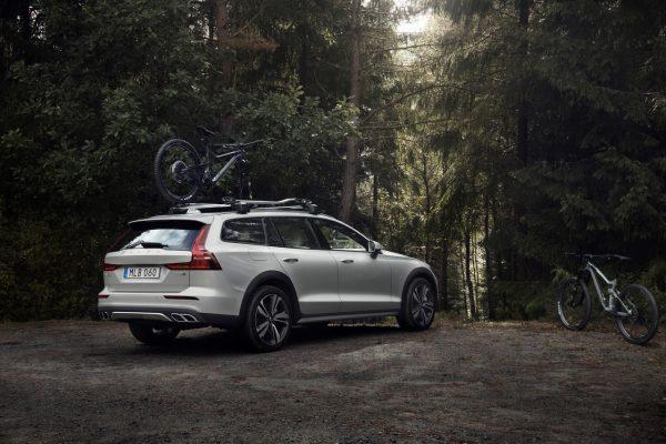Seitliche Heckansicht des Volvo V60 Cross Country