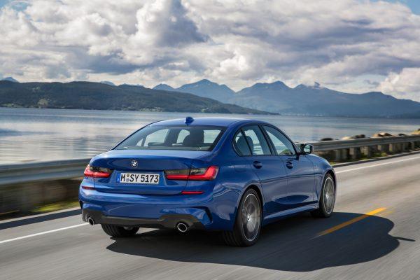 Heckansicht der neuen BMW 3er Limousine