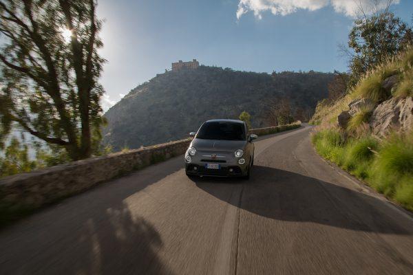Frontansicht des Fiat Abarth 595 Turismo