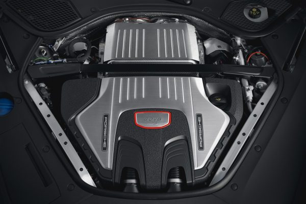 Vierliter-V8-Biturbo-Motor des Porsche Panamera GTS