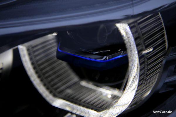 BMW 7er Laserlicht blauer Steg beleuchtet