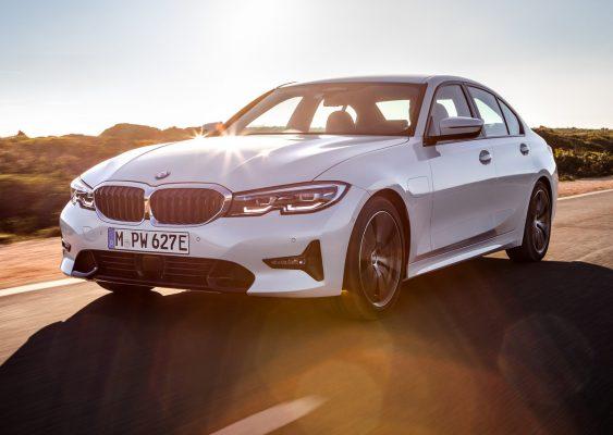 Frontansicht des BMW 330e