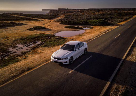 BMW 330e auf weiter Flur