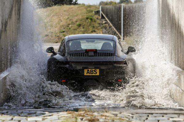 Porsche 911 992 Wasserdurchfahrt