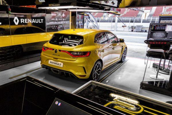 Renault Megane RS Trophy schräg hinten