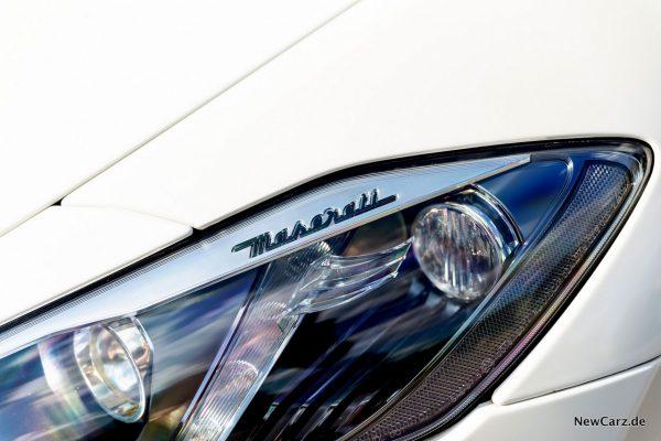 Maserati GranCabrio Sport Scheinwerfer Schriftzug
