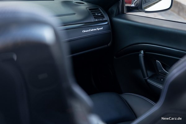 Maserati GranCabrio Sport Schriftzug Beifahrer
