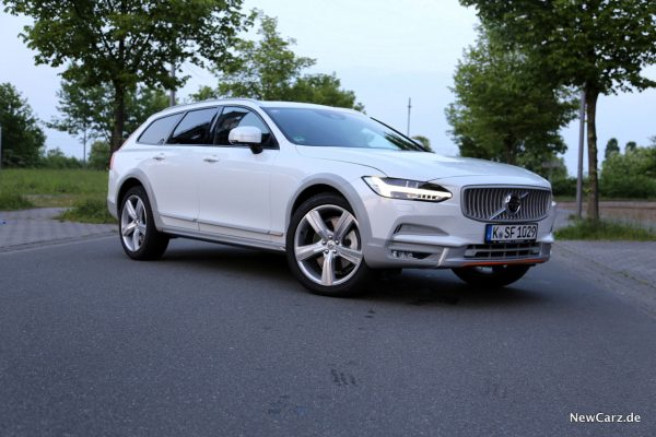 Volvo V90 Cross Country Ocean Race Front schräg