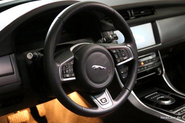 Jaguar XF Sportbrake Lenkrad