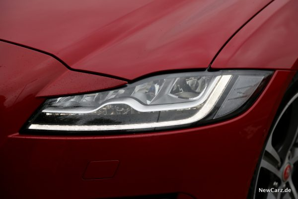 Jaguar XF Sportbrake Scheinwerfer