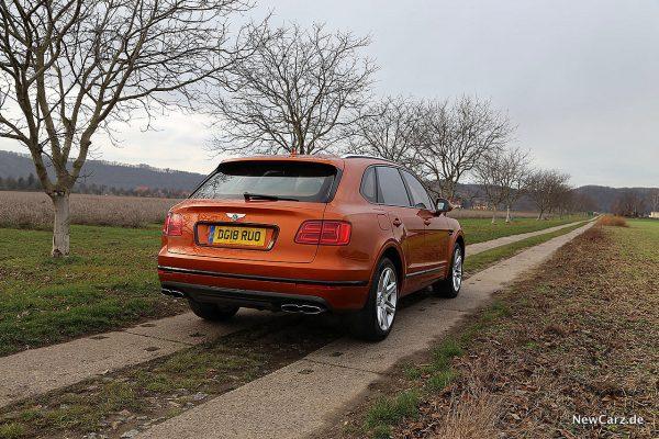 Bentley Bentayga V8 schräg hinten rechts