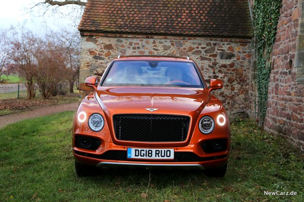 Bentley Bentayga V8 Front