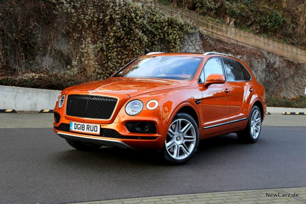Bentley Bentayga V8 schräg vorne links