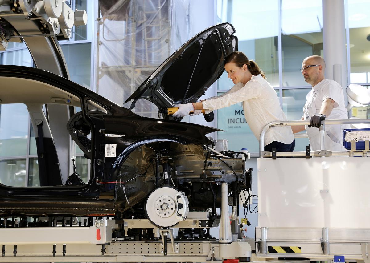 Zuschauen und Mitbauen am VW e-Golf