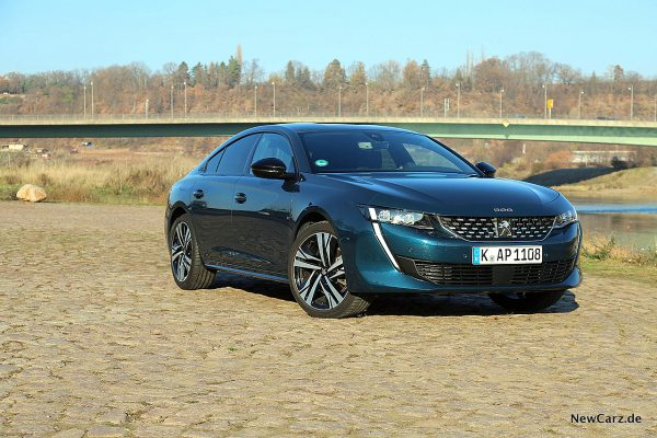 Peugeot 508 GT auf Pflaster