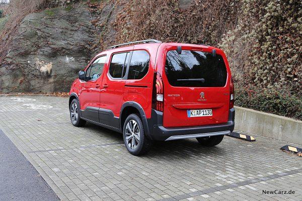 Peugeot Rifter auf Parkplatz
