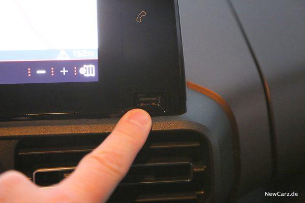 Peugeot Rifter USB-Slot