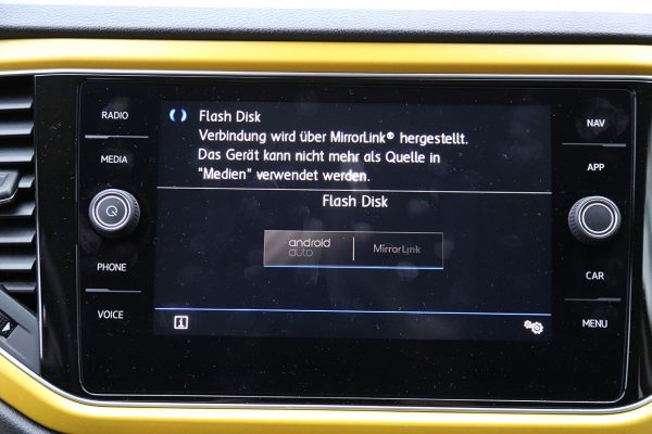 VW T-Roc Connectivity