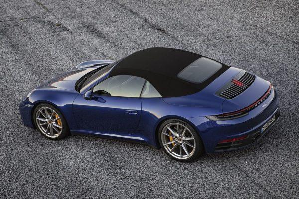 Porsche 911 Cabrio schräg oben hinten geschlossen