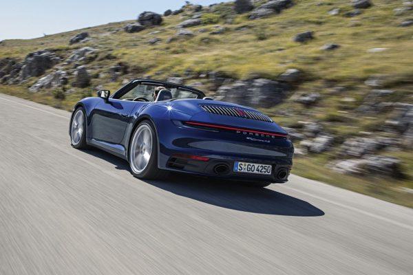 Porsche 911 Cabrio schräg hinten offen
