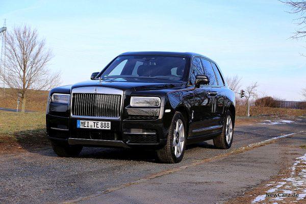 Rolls-Royce Cullinan schräg vorne links