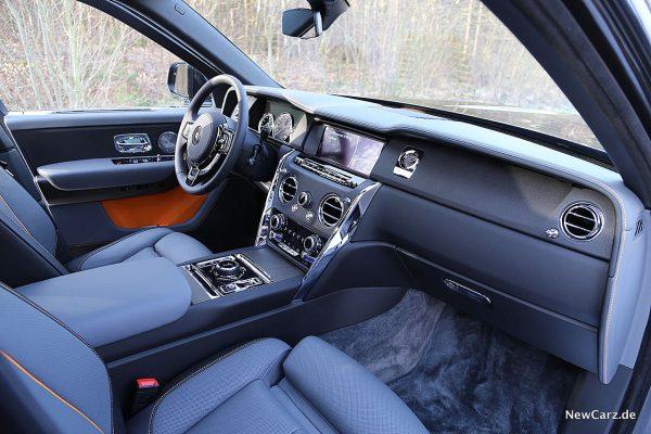 Rolls-Royce Cullinan Instrumententafel von rechts