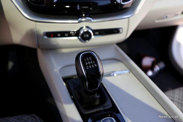 Volvo XC60 D3 Momentum Sechsgang-Schaltung