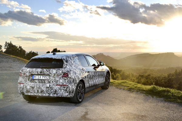 BMW 1er 2019 vor Sonnenuntergang