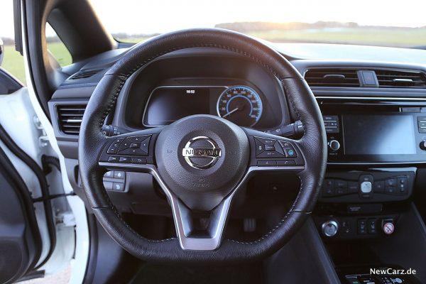 Nissan Leaf ZE1 Lenkrad